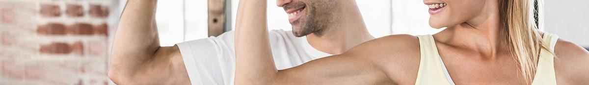 Bildrubrik for muskeltoning dar man ser en man och kvinna som spanner musklerna bredvid varandra