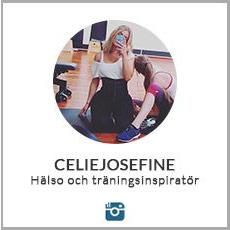 en selfie pa celiejosefine pa gymmet i traningsklader och waist trainer mot vit bakgrund