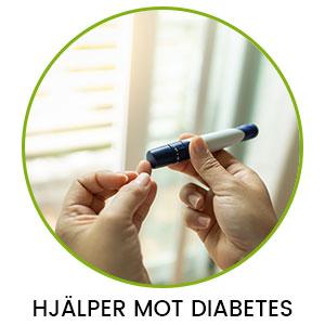 En person sjuter in insulin i ett finger för att jämna ut blodsockernivåer i och med diabetes