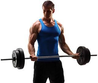 en valtranad man i blatt linne och svarta shorts lyfter vikter