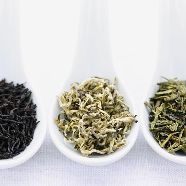 Vad är skillnaden mellan grönt, vitt och svart te?