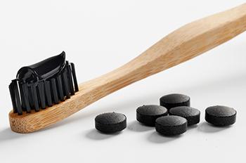 aktivt kol på tandborste